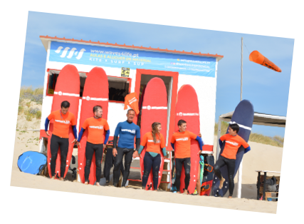 aulas de surf em grupo na waves4life