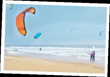 aulas de kitesurf com espaço suficiente para aulas em segurança